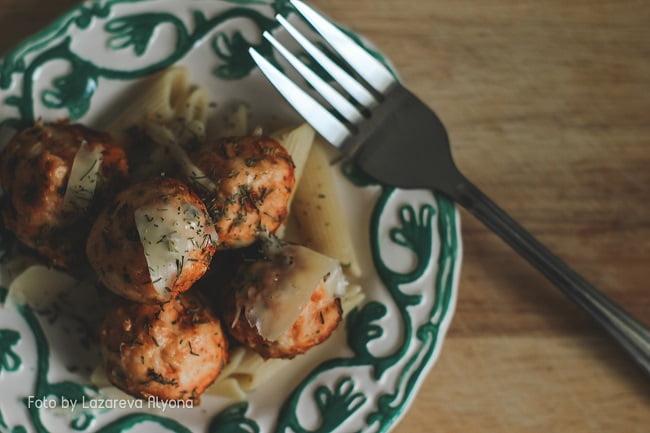 Полезный ужин: куриные фрикадельки с цельнозерновой пастой