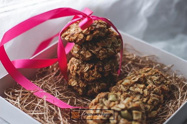 Домашнее овсяное печенье с орехами и пряностями