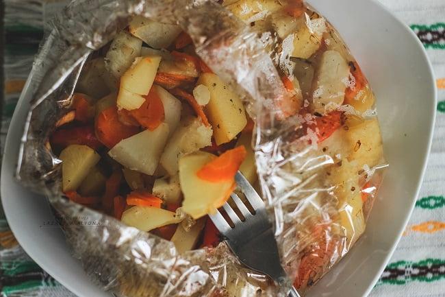 Ароматный тушеный картофель с овощами
