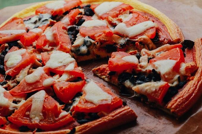 Ортодоксально диетическая пицца с курицей и грибами