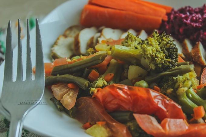 Печёные овощи в греческом соусе