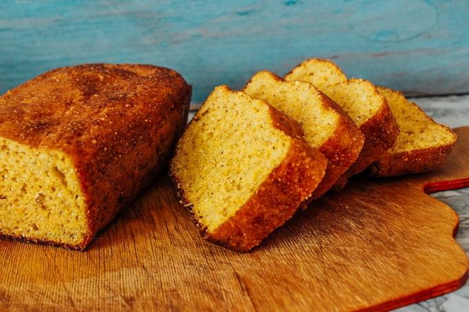 Солнечный кукурузный хлеб без муки