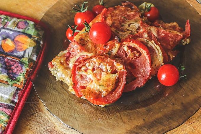 Баклажаны с помидорами в сырном соусе
