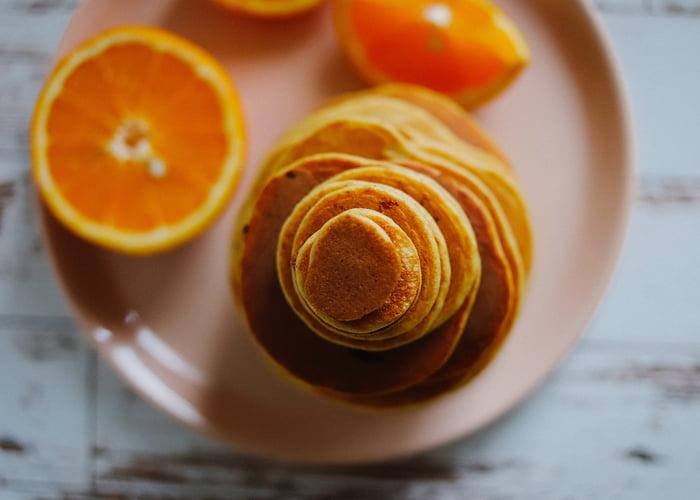 ПП банановые оладьи с апельсиновым соком