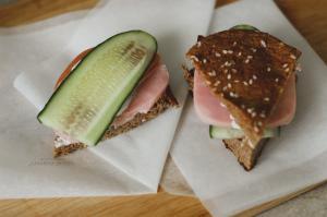 полезный сэндвич с домашним хлебом